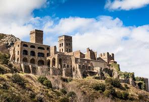Monastère de Sant Pere de Rodes vu du port de Rosas